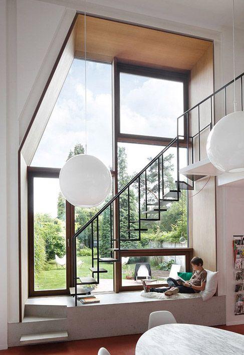 Le cabinet NU Architectuuratelier a rénové cette maison familiale située à Leuvenen Belgique.