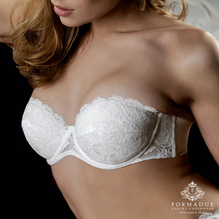 Reggiseno in pizzo, collezione Intimo sposa.  www.formadue.it Formadue Luxury Underwear Bridal lingerie made in Italy, woman underwear for wedding www.formadue.it (bridal lingerie, corsett, lace panties, bra, guepierre, thongs, push-up, v-strings)