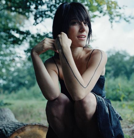My most favorite precious Leslie Feist. Goodness, I'd love to meet this woman. Hopefully, I can see her play sometime!