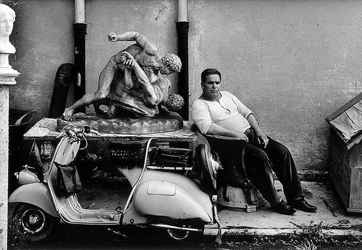 Fotoğraf: William Klein. Cinecittá, Roma, 1959. ('Cinecittá', İtalyanca Sinema Şehri anlamına geliyormuş. Roma'da büyük bir sinema stüdyosu.) #fotoğraf #siyahbeyaz #kare #tarih #fotoğrafçılık #sanat #tasarım #sinema #film #fikir #retro #vintage #sokak #cadde http://turkrazzi.com/ipost/1521834511342636711/?code=BUepGzPgg6n