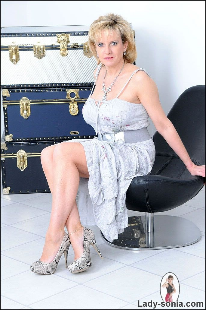 Wide Lady Dress Shoes