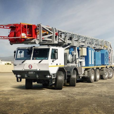 """Centipede vehicle"" for Oil & Gas #tatra #force #tatratrucks #drilling #rig #drillingrig #12x8 #offroad #truck #centipede #vehicle #oil #gas #automotive #caterpillar #allison #engineering"