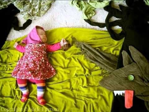Äiti laittaa kameran kuvaamaan, kun vauva nukkuu. Kuvat ovat täysin satumaisia!