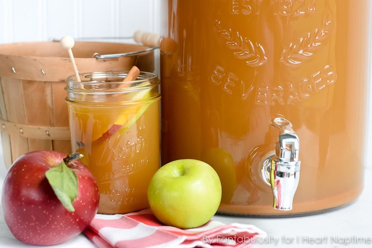 Thanksgiving Punch for a Crowd: This easy, Fall beverage favorite will be a delicious option this Thanksgiving when entertaining your family and friends!