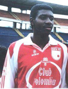 Adolfo 'Tren' Valencia en sus inicios jugando para el Independiente Santa Fe