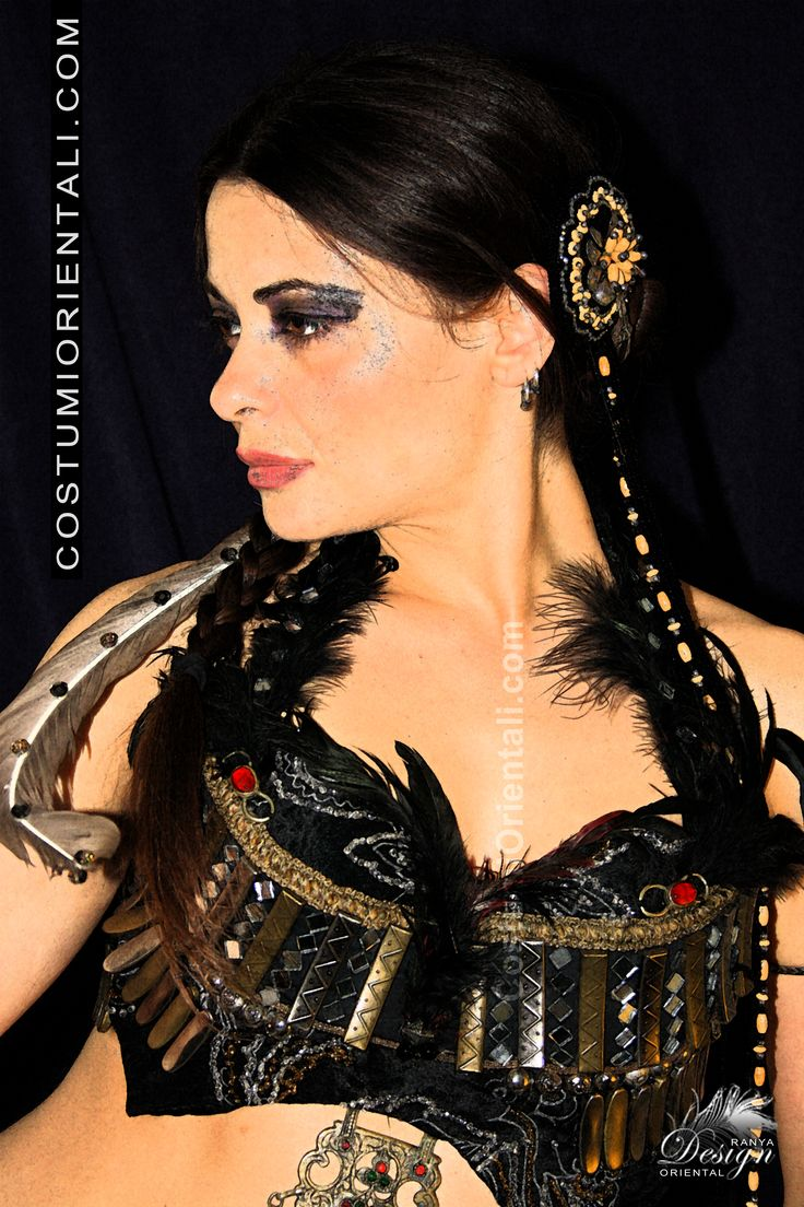 Ranya's art boutique collection 2013/14 LINEA COSTUMI TRIBAL FUSION modello * aztec design  (bellydancer Zaira Gipsy Dreamer)