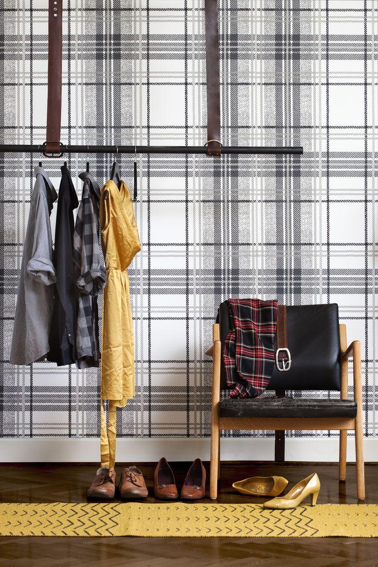 Soft Surface heijastaa tekstiilien lämmintä ja kaunista vaikutelmaa. Huippusuositut klassikkokuviot näyttävät aiempaa pehmeämmiltä ja hajanaisemmilta. Lisäksi niissä on syvyyttä ja rakennetta, jotka luovat ainutlaatuisen vaikutelman huolimatta siitä, onko niiden tarkoituksena toimia sisustuksen hallitsevana vai täydentävänä osana.