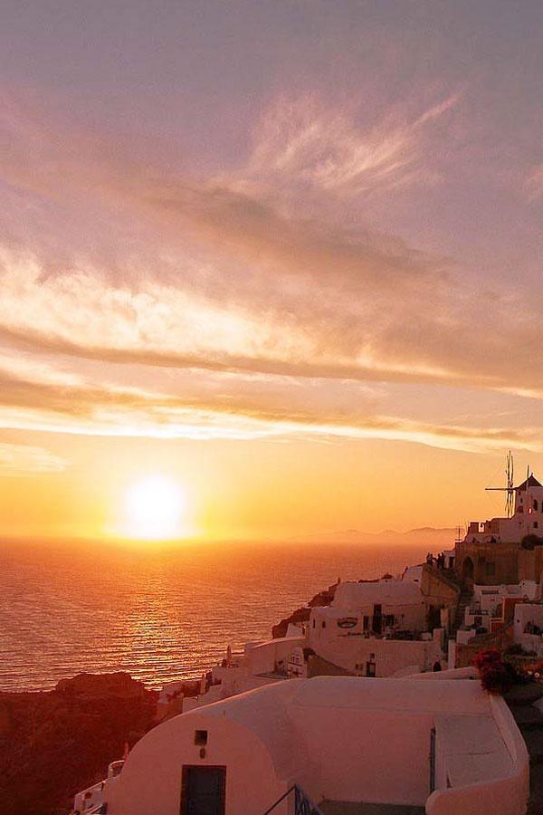 Sunset time in Oia, #Santorini