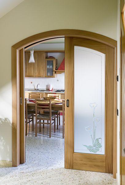 Porta imax scorrevole due ante con vetro decorato legno ciliegio naturale lavorazione ad arco - Stipiti porte interne ...