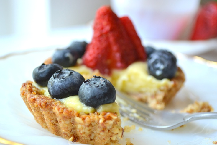 Berry Tart with Ginger Nut Crust | Recipes - Heart of Gold | Pinterest