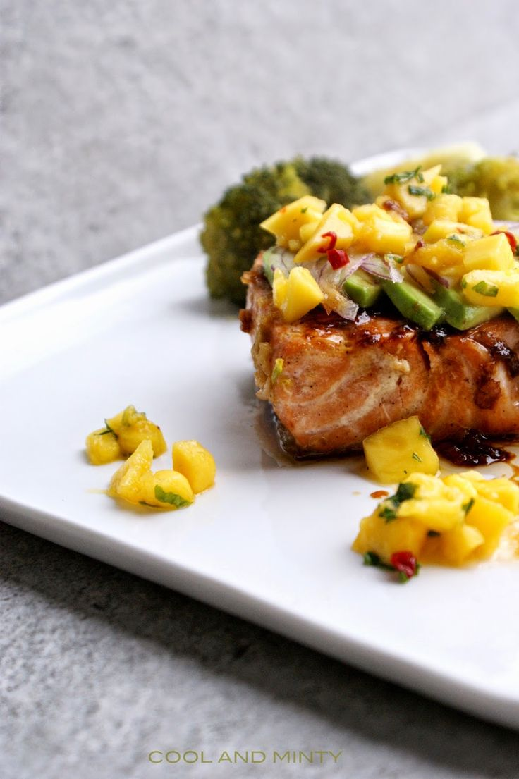 SALMON WITH AVOCADO_MANGO SALSA