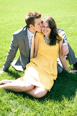 adorable engagement photo...love her dress.