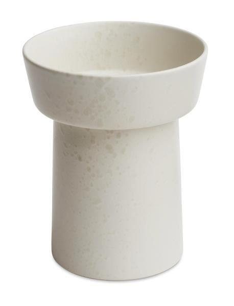 Ombri vasei hvid fra Kähler. vasen er et råt og moderne statement at have i sit hjem.   Str: H 20cm. vasen kan vaskes i hånden.