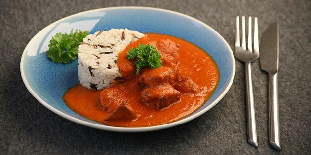 Den bedste opskrift på klassisk indisk butter chicken – kyllingebryst i en skøn, cremet tomatsauce med lækre krydderier og fløde.