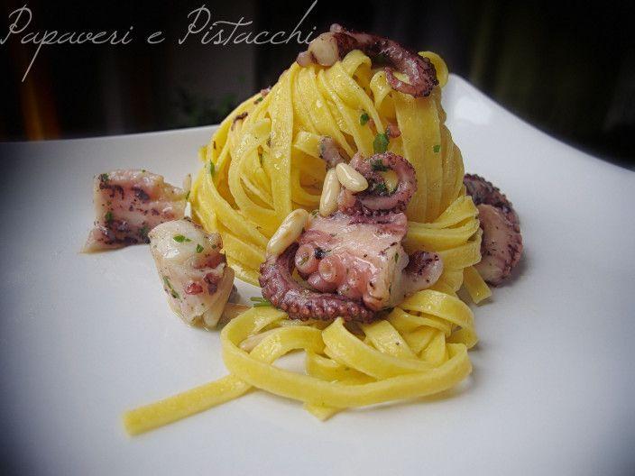 Le Tagliatelle al Limone con Polpo e Pinoli hanno un gusto delicato ma riescono a sorprendere il palato di chi le assaggia.