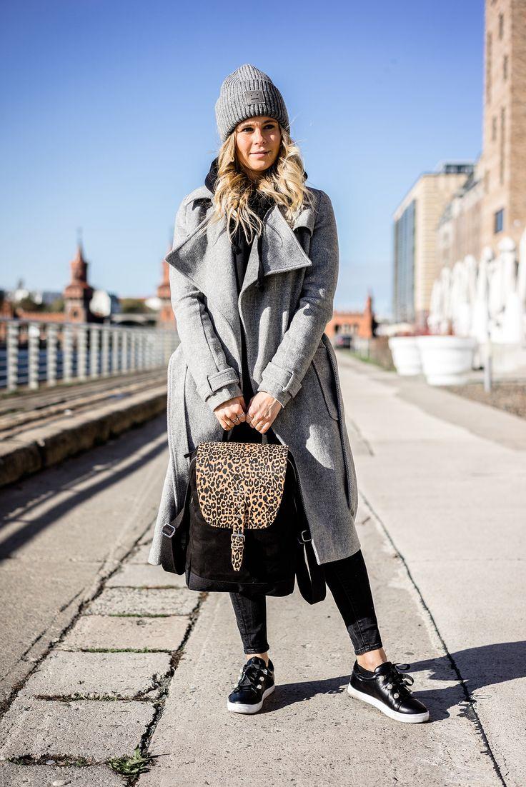 """Mein neuer Flap Rucksack """"Mayfair"""" von WIND & VIBES // mantel, grau, backpack, leoprint, leooptik, leo, acne, mütze, wollmütze, winter, sneaker, perlen, schwarz, outfit, ootd, autumn, herbst, streestyle, look, fashion, frauen, women, girls, tasche, bag, blogger, blog, düsseldorf, berlin, hamburg, münchen, paris, new york, london, mailand, Blond, Blonde, Designer, Trend, It-Piece, Must-Have, Germany, Sunnyinga, 2017, 2018"""