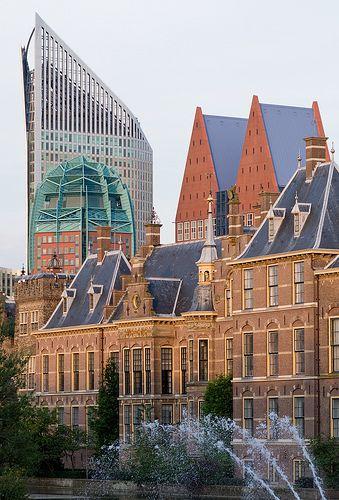 Den Haag, skyline met op de voorgrond Het Binnenhof, regeringsgebouwen