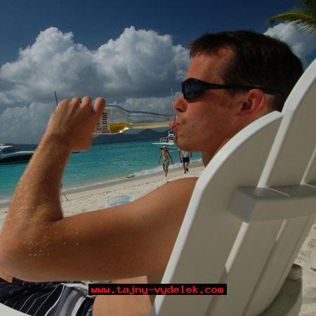 Já na pláži na ostrově Tonga