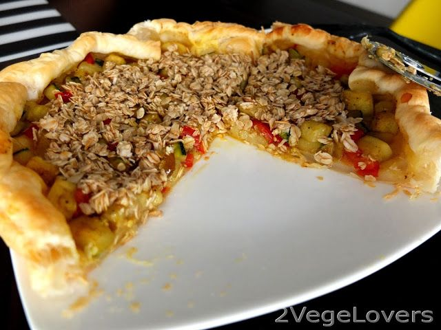 2 VegeLovers: ZUCCHINI TART WITH PEPPER UNDER OATMEAL CRUMBLE