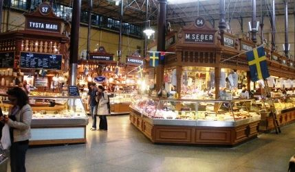 In quest'area si assaggiano tutte le specialità tipiche della Svezia che in molti casi non si riescono a trovare nel semplice negozio di alimentari. I piatti vanno da semplici tartine al salmone fino ad alcuni piatti di carne completi. In genere si trovano nello stesso ristorante piatti di pesce, salmone  aringhe e carne.