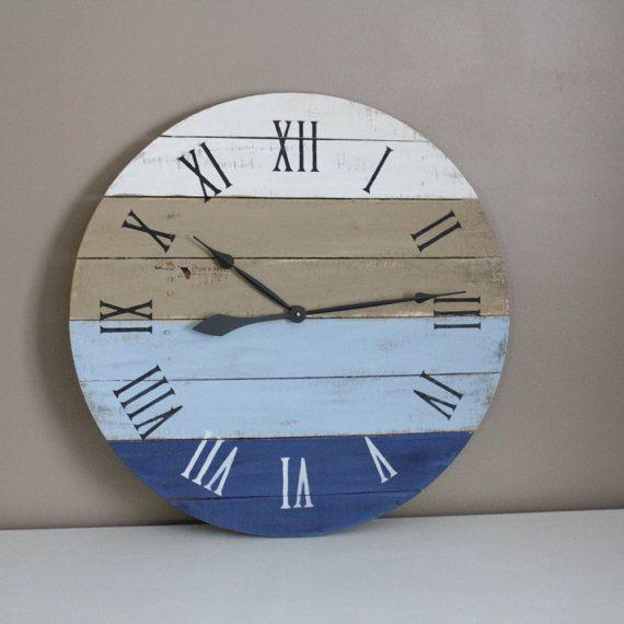 """Reloj grande de madera reciclado. Costa Azul. Casa en la playa inspirada. 26"""" de diámetro. Personalice sus colores y números. Idea de regalo."""