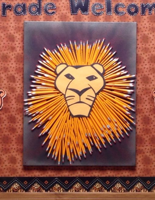 Back to school bulletin board idea. Lion head made from pencils. #Barron Bigcats