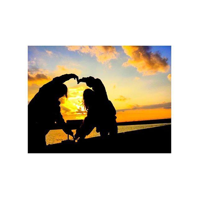 【naaachun.0817】さんのInstagramをピンしています。 《. . . #海 #和歌山 #夕日 #綺麗  #このハートの中の看板 #魚釣り禁止 #カラオケ #飲み #1番楽しい #呼ばれたらすぐ行く #うちが歌う曲 #フューチャリング #多い #無料案内所のおっちゃんに声かけられ #ん???!私女なんですけど #くそわろた #男に間違われたんかおもた  #ホストか(安心) . .》