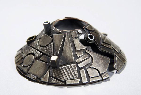 Melissa Morgan -  '5 Tones' brooch in gilding metal and nickel: