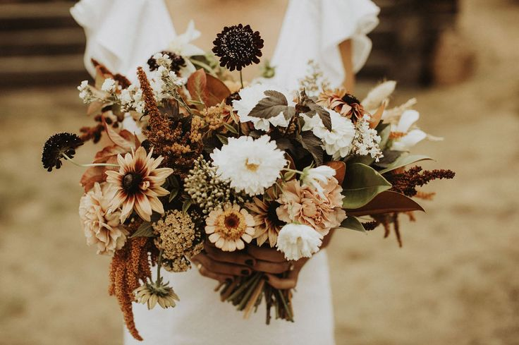 Autumn Sunflower Bouquet for a rustic fall wedding    #fallbouquet #wildbouquet #autumnbouquet #rusticbouquet