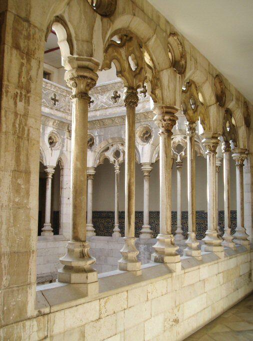 "Der kleine Kreuzgang im Kloster von Madre de Deus in Lissabon. - The ""little"" cloister in Madre de Deus convent in Lisbon / Lisboa. (Azulejo Museum)  www.claudoscope.eu"