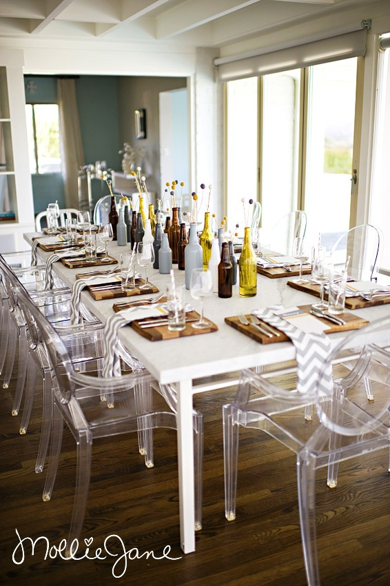 Add a clear glass Wine Chime with a silver tonal bar to this table and bring all your guests together into one toast.