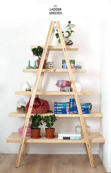 #LunesDeRecomendación Cómo hacer un #Organizador con una #EscaleraReciclada   Materiales: -Escalera de madera en desuso -Martillo y clavos -Tablas (del ancho de cada escalón)  -Lija -Pintura y brocha  Modo de elaboración: Lijar la escalera para corregir cualquier imperfección como astillas y clavos salidos. Una vez lista, limpiar la escalera con un trapo para quitar el polvo. Pintar la escalera y las tablas y dejarlas secar... Lee más dando click en la imagen.