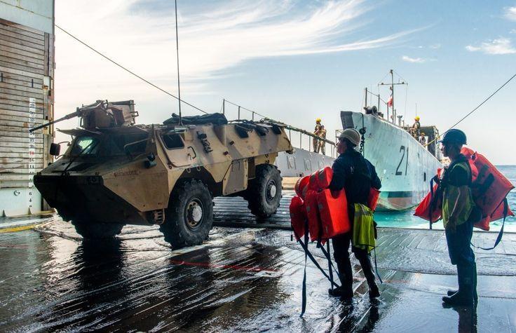 Le 25 mars 2015, les forces françaises stationnées à Djibouti (FFDj) et le groupe école d'application des officiers de marine (GEAOM) ont débuté la deuxième phase de l'exercice WAKRI 2015. Celle-ci est consacrée à la conduite d'une opération amphibie d'évacuation de ressortissants impliquant un fort volume de forces interarmées.   WAKRI 2015 s'appuie sur un scénario simulant les suites d'une importante catastrophe naturelle. De lourds dommages dans la région et l'infiltration de bandes…