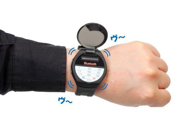 moshi moshi watch montre telephone a clapet La Montre Connectée qui se Transforme en Téléphone à Clapet