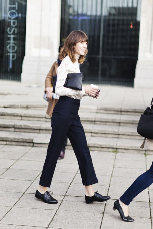 .Fashion, Ankle Pants, Boys Style, Offices Style, Street Style, Oxfords Shoes, Alexachung, Alexa Chung, Black Pants