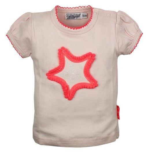 Roze meisjes tshirt van het kinderkleding merk Dirkje babywear.  Licht roze tshirt met een grote geborduurde ster, met daarin in het zilver een kleinere ster. Voorzien van korte mouwen, aan de hals en de mouwen afgewerkt met een roze geborduurde kant.