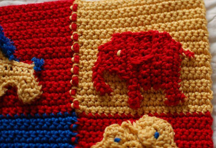 Detalj svensk-kanadensisk bäbisfilt, elefant. Detail swedish-canadian baby blanket, elephant.