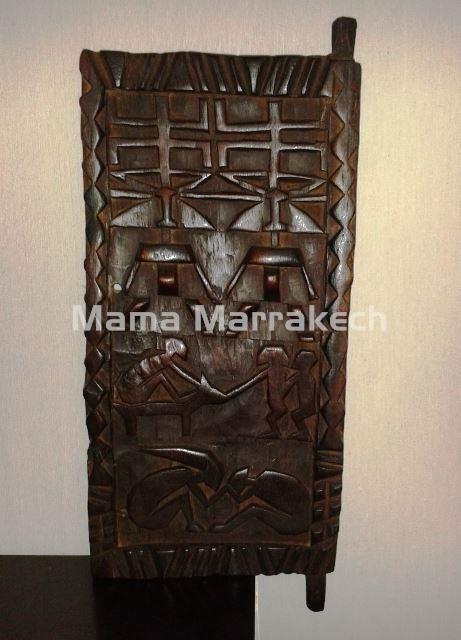 Door of wood carved of the tribe of the Dogón (Mali). Puerta de madera tallada de la tribu de los Dogón (Mali)