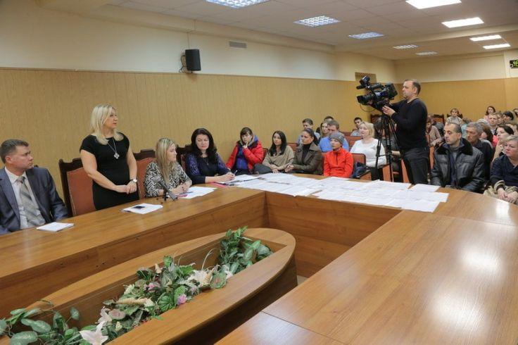 Многодетные семьи из Коломны получили земельные участки - http://kolomnaonline.ru/?p=16603                                             В рамках реализации закона о предоставлении земельных участков под индивидуальное жилищное строительство семьям, имеющим троих и более детей, с 2011 года