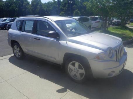 I like this 2008 Jeep Compass Sport! What do you think? https://usedcars.truecar.com/car/Jeep-Compass-2008/1J8FT47088D792507