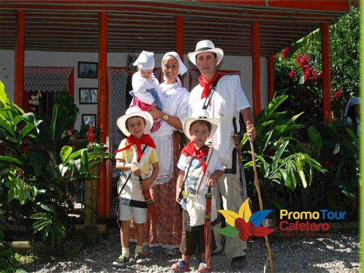 Descripcion y traje tipíco #Chapolera y #RecolectordeCafe, #Recuca, #PaisajeCafetero, #PlanTodoIncluido . Cel 321 8020524 whatsApp 316 2218052 promotourcafetero@yahoo.es www.turismopromotourcafetero.com