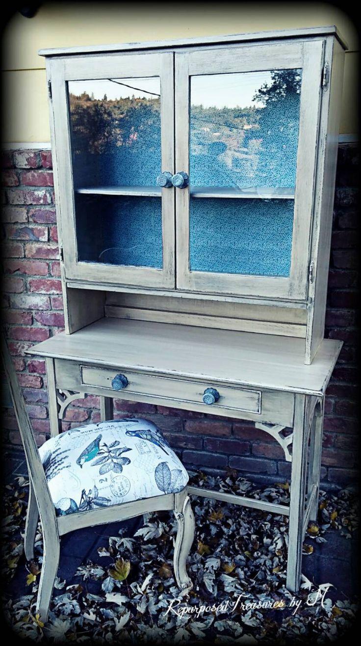 Escritorio vintage estantería y silla pálido por RepurposedbyM