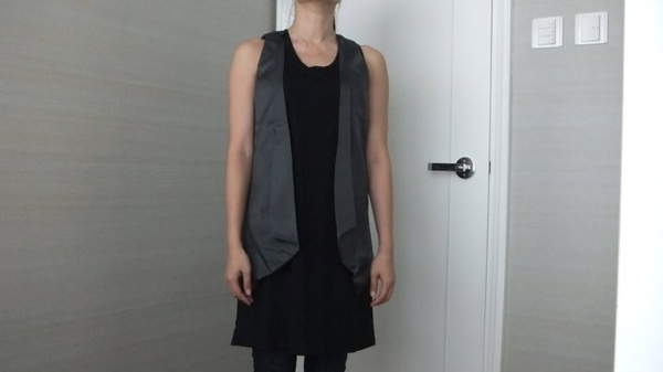 """***Someone Hold It ***  2 in 1 OL Fashion Blouse/ Dress. QTY:1 Dress-Length:33""""  Bust:33-38"""" Vest-Length:27""""  Was:40  Now CAD$20"""