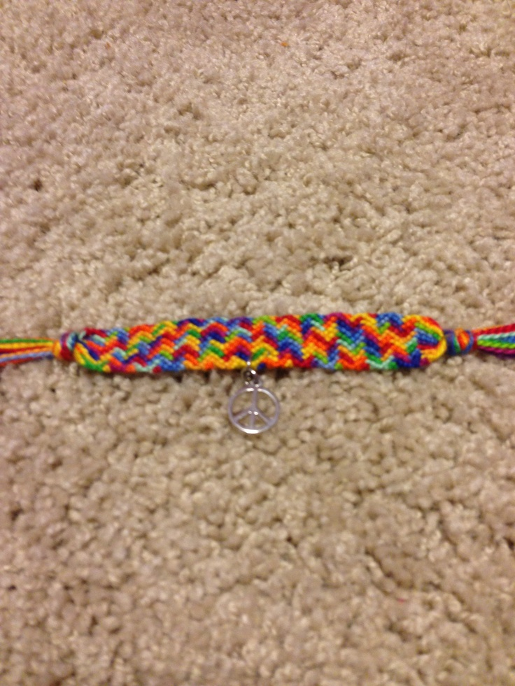 Chevron Optical Illusion bracelet, with a peace sign charm! For sale, $9