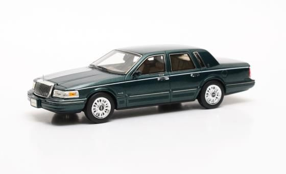 1997 Lincoln Town Car in Green Model Car by GLM in 1:43 Scale