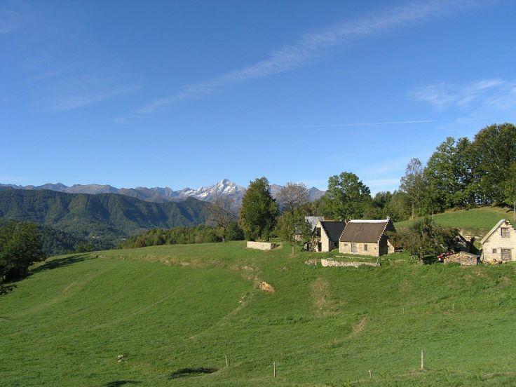 Montagnes - Le Haut Couserans dans les environs de Saint-Girons (Ariège) © OT Haut Couserans ADT 09 #TourismeMidiPy #MidiPyrenees #France #landscapes #ariege