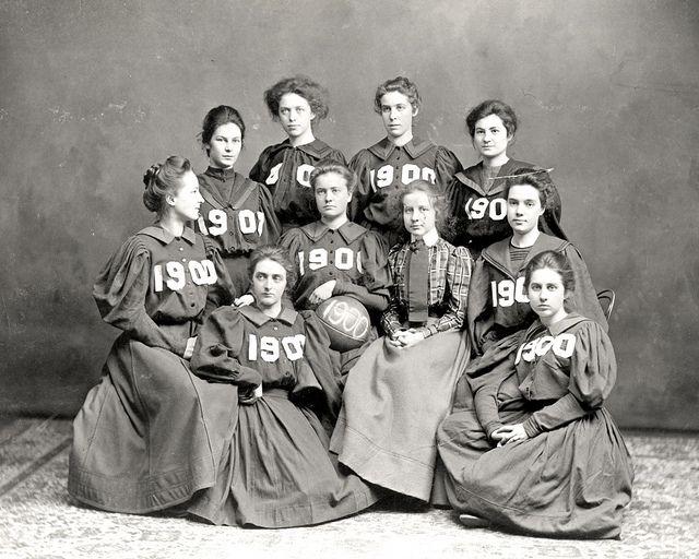Vassar basketball team 1900