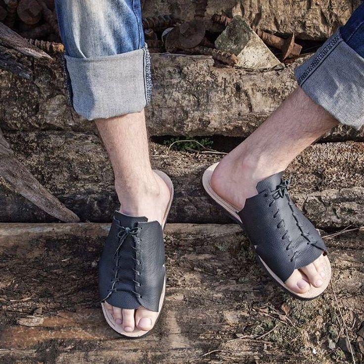 Não basta ser confortável, tem que ter personalidade 😎 nossos modelos masculinos definem isso 😉  Click no link da bio e confira modelos disponíveis 😊  #dkowskishoes #onlyone #sandalias #upcycling #ecofriendly #modaconsciente #moda #fashion #fashionconscious #shoes #madeinbrazil #art #design #minimalist #sandal #handmade #brasil #positivevibes #apenasum #único #man