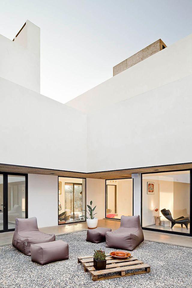 Villa Extramuros in Arraiolos by Vora Arquitectura