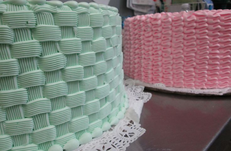 Basket Weave and Ribbon Candy patterns make for pretty cakes. #icingonthecakelg #buttercream